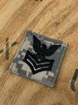 画像1: 米軍実物 U.S.NAVY ACU ジャケット 階級章  一等兵曹(E-6) (1)