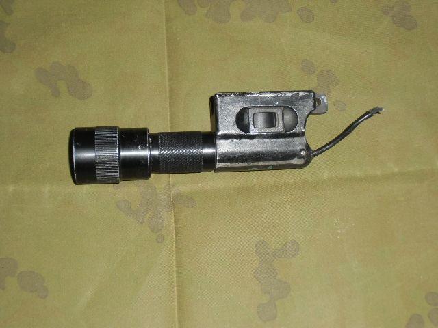 画像1: 米軍放出品.実物 旧Surefire 610R タクティカル・ライト  (1)