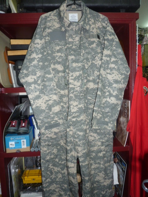 画像1: 米軍実物,ACU カバーオール/つなぎ M (1)