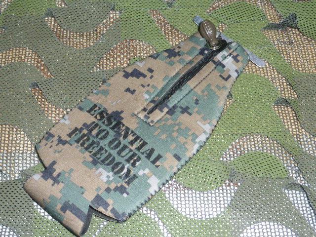 画像1: 米軍放出品 USMC 公認 グレネード クージー ボトル ホルダー (1)