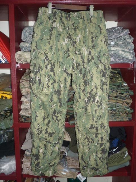 画像1: 米軍放出品,US NAVY FROG TYPEIIIコンバットパンツ L-R (1)