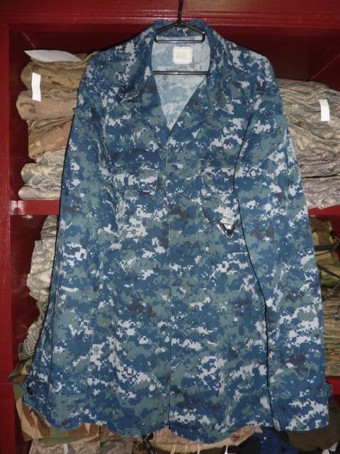 画像1: 米軍放出品,US NAVY, 迷彩ジャケット L-XL (1)