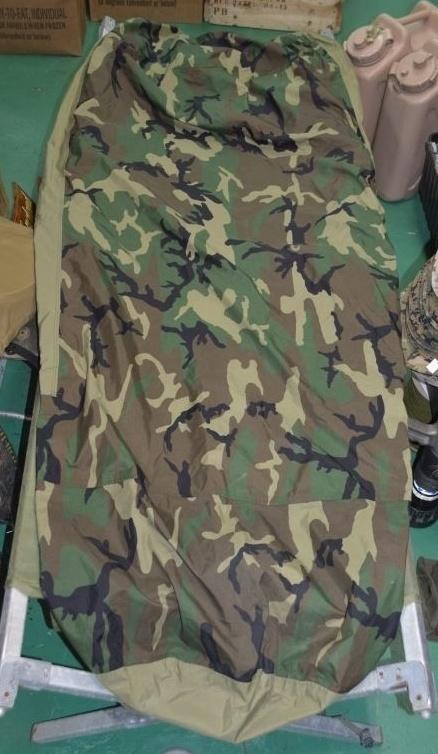 画像1: 米軍実物 スリーピングバッグ ゴアテックスカバー (1)