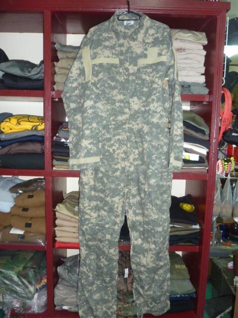 画像1: 米軍放出品,AMERICAN PATRIOT ACUカバーオール M (1)
