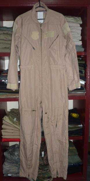 画像1: 米軍放出品,CWU27/P フライトスーツ タン 42R (1)