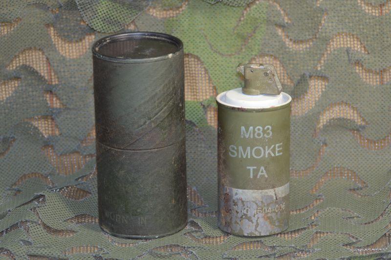 画像1: 米軍実物 M83 スモークハンドグレネード/ケース (1)