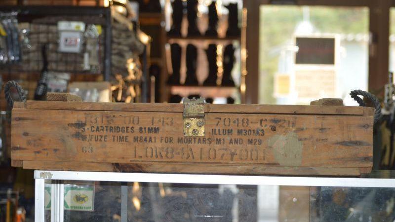 画像1: 米軍実物 81MM Ammunition wooden Box  (1)
