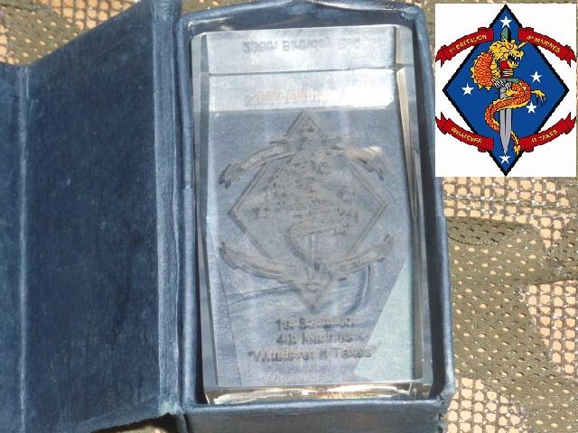 画像1: 米軍実物.1st Battalion, 4th Marines クリスタル 記念品 (1)