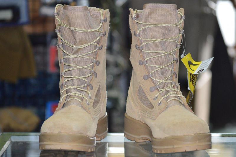 画像1: 米軍実物 Billeville デザートブーツ 9,5R (1)