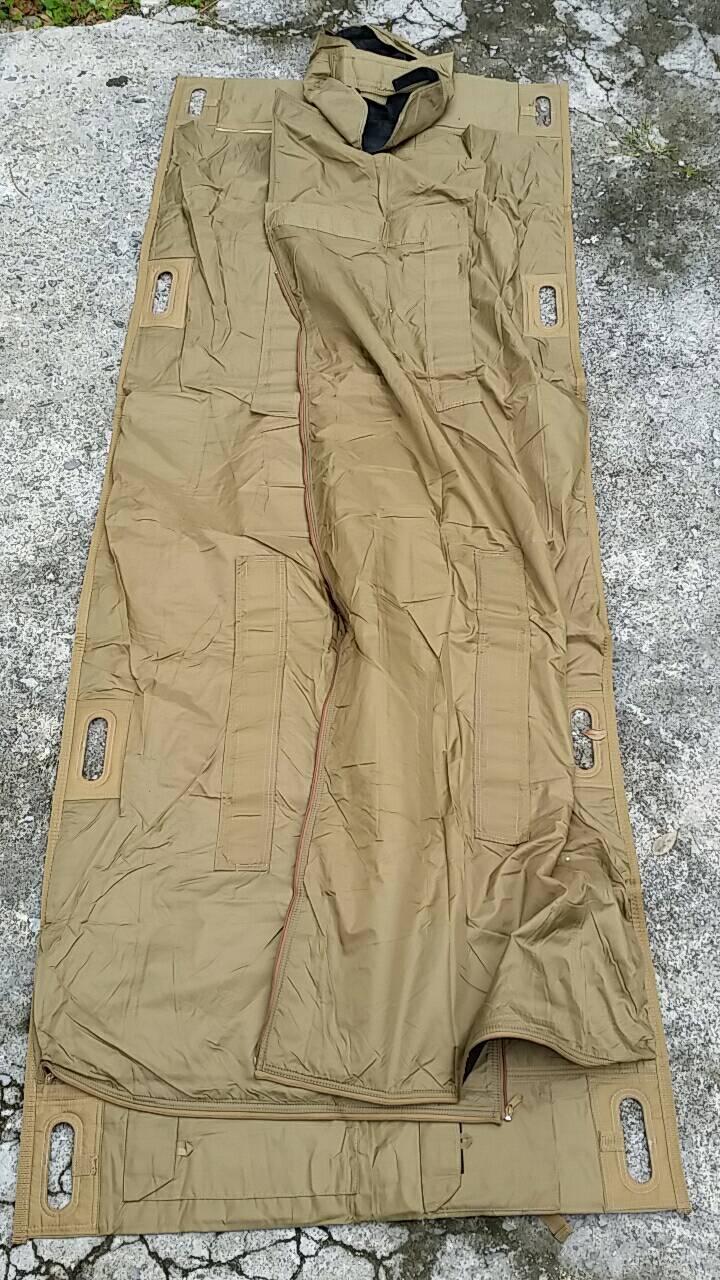 画像1: 米軍実物  MILITARY  APLSサーマルガード 担架 寝袋 (1)