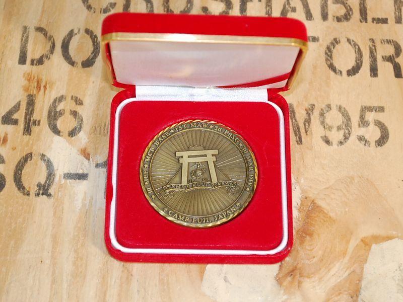 画像1: 海兵隊実物 CAMP FUJI モニュメントメダル (1)