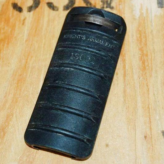 画像1: 米軍実物 KNIGHTS ARMAMENT. ナイツ レールカバー  8,9cm (1)