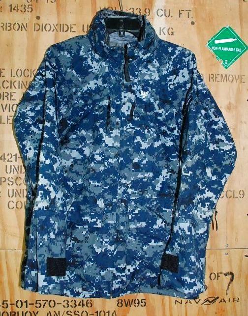 画像1: 米海軍実物 US NAVY 階級章付き GORE-TEX パーカー S-XS (1)