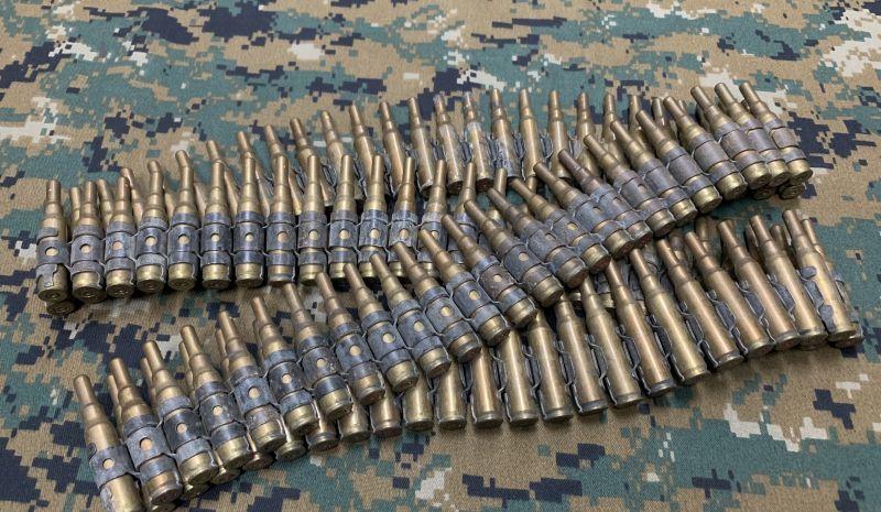 画像1: 米軍実物 空砲100連発 7.62mm ベルトリンクセット 薬莢 (1)