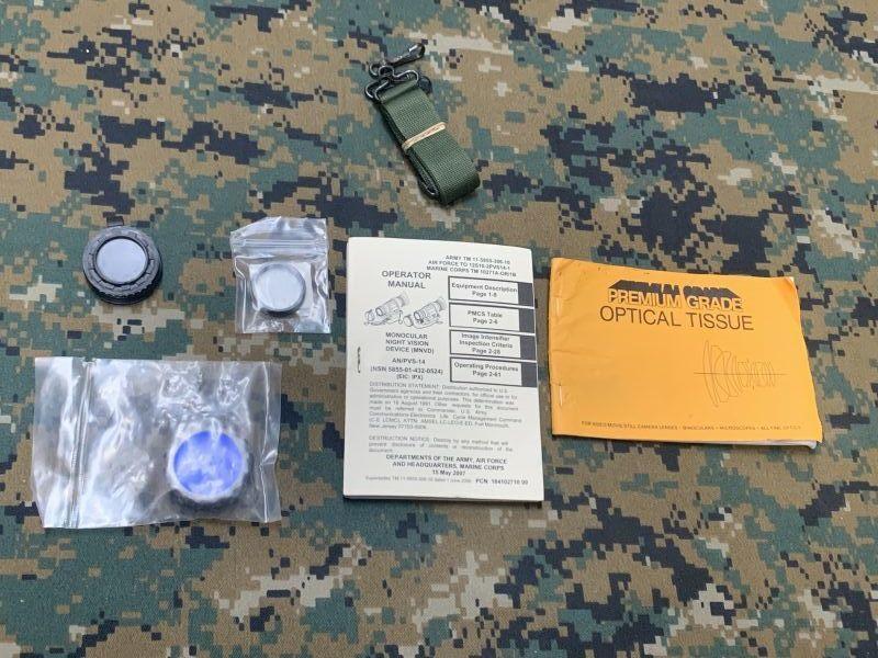 画像1: 米軍実物 AN/PVS-14 NVG シールドレンズ  マニュアルキット ナイトビジョン  (1)