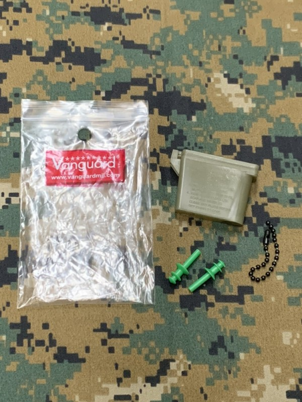 画像1: 米軍放出品 イヤープラグ キャリングケース (1)