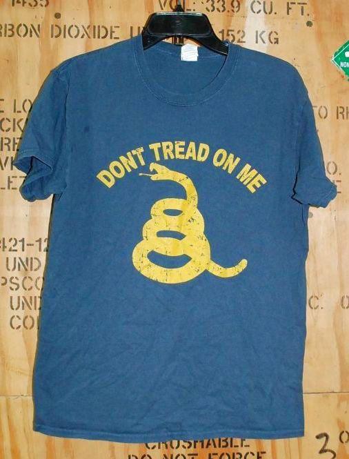 画像1: 米軍放出品 DONT TREAD ON ME Tシャツ MEDIUM (1)