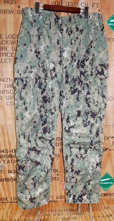 画像1: 米軍実物,US NAVY, AOR2 NUW 迷彩パンツ TYPEIII L-R (1)