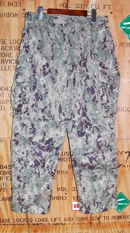 画像1: 米軍実物,US NAVY, AOR2 NUW 迷彩パンツ TYPEIII L-S (1)