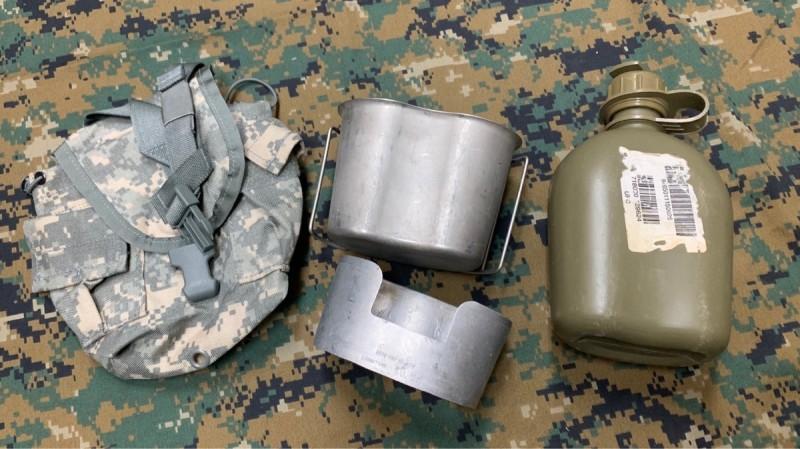 画像1: 米軍実物 キャンティーン  ACU カバー カップ スタンド (1)