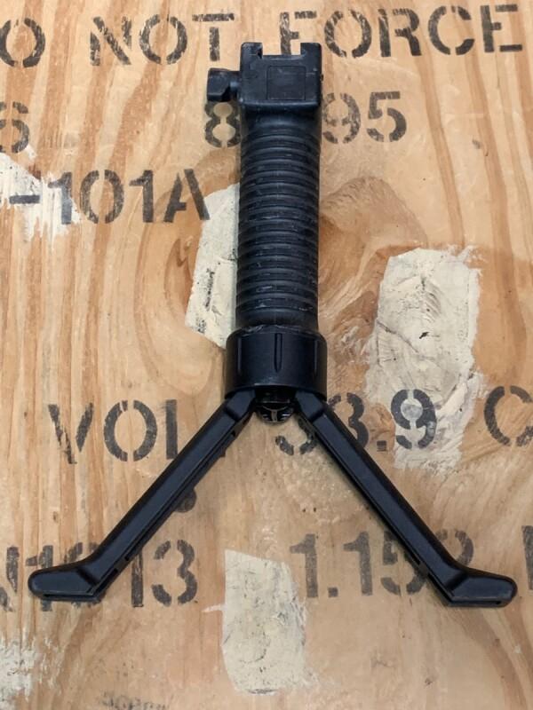 画像1: 米軍実物.G.P.S GRIP POD SYSTEMS ライフルグリップ (1)