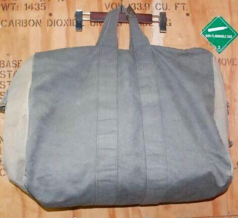 画像1: 希少‼︎米軍実物 コットン パラシュート キットバッグ  (1)