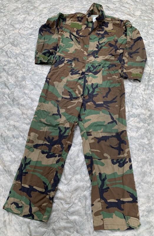 画像1: 米軍実物 迷彩 ウッドランド メカニックカバーオール L (1)