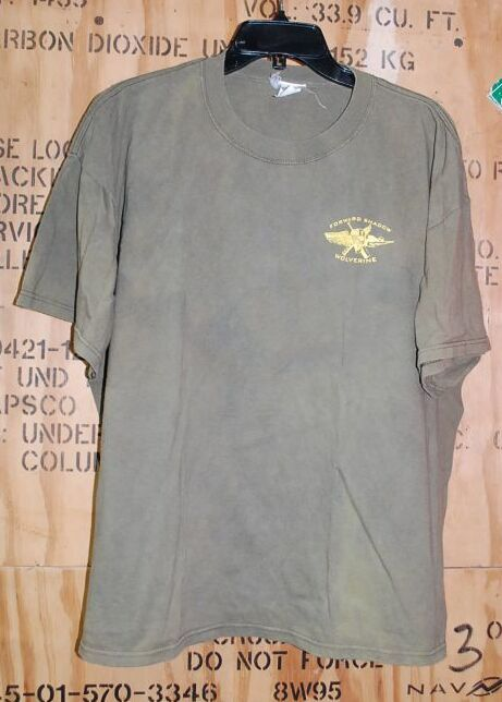 画像1: 米軍放出品 FORWARD SHADOW WOLVERINE Tシャツ XL (1)