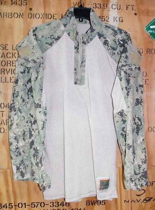 画像1: 米軍実物 FROG US NAVY, AOR2 コンバットシャツ TYPEIII (1)