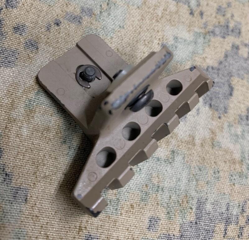 画像1: 米軍実物 AN/PSQ-18A レーザーサイト 20mmブラケットパーツ (1)