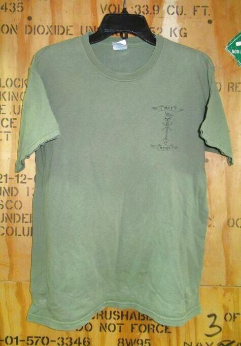 画像1: 米軍放出品  ミリタリー Tシャツ MEDIUM (1)