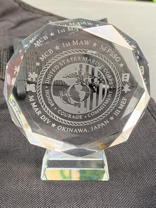 画像1: 米軍放出品 U.S.M.C クリスタル 記念メダル (1)