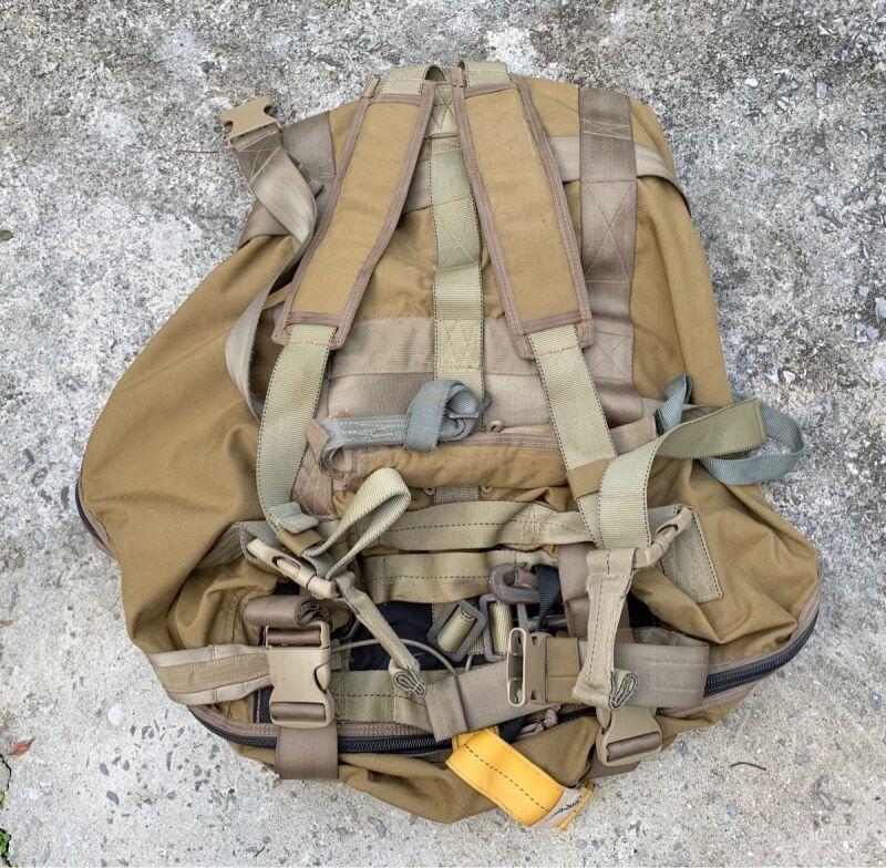 画像1: 米軍実物 EAGLE PARACHUTE DROP BAG (1)
